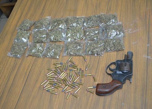 Cinco sujetos fueron detenidos con droga, arma de fuego y 65 cartuchos útiles