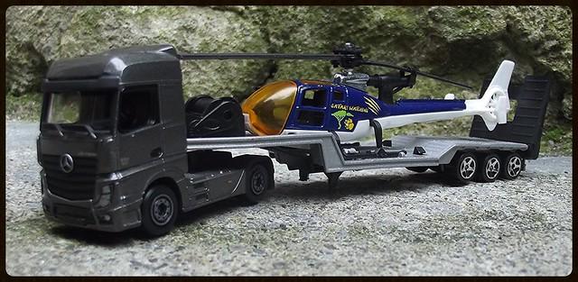 N°601 Mercedes Actros + surbaissé transport hélico. 16671877822_e878dc7a34_z