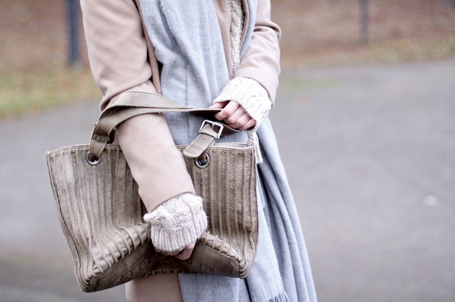freds bruder tasche bag beige nude outfit coordinate neutral color ricarda schernus blog blogger fashionblogger modeblog cats and dogs park winter styling ootd 6