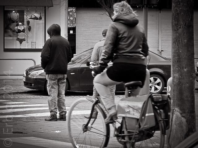 Warmer days ahead ... Streetphotography, B&W, Canon.