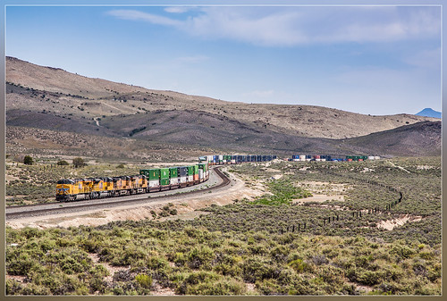 train unitedstates nevada curves zug container unionpacific trein montello doublestack courbes overlandroute bochten firsttranscontinenalrailroad