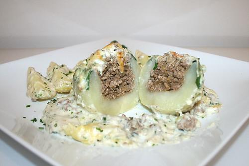 51 - Kohlrabi stuffed with ground meat - Lateral cut / Kohlrabi mit Hackfleischfüllung - Querschnitt