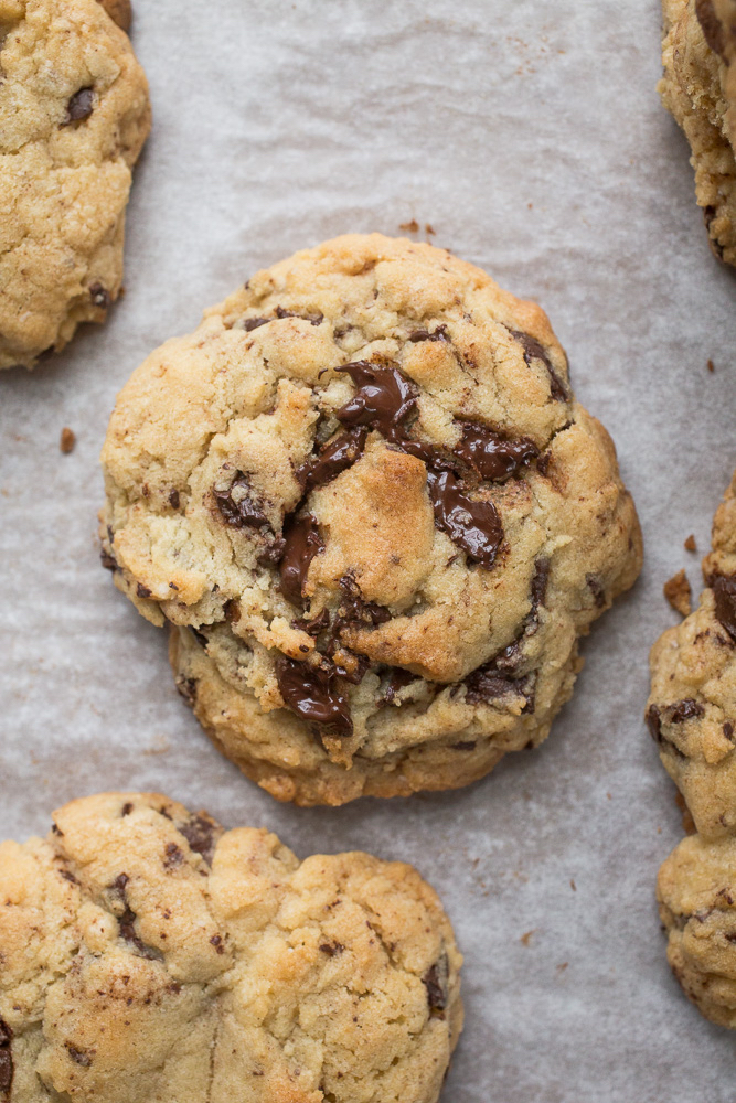 Levain Copycat Giant Dark Chocolate Chunk Cookies | smells-like-home.com