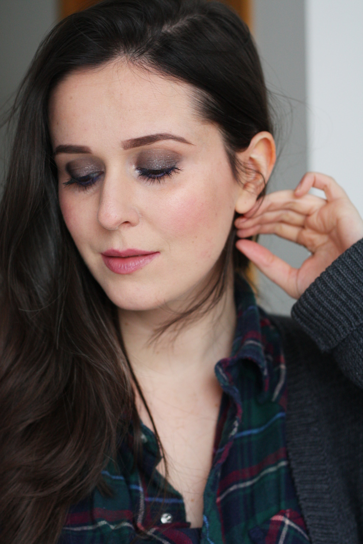 beauty tutorial: shimmering smokey eye with blue tightlining
