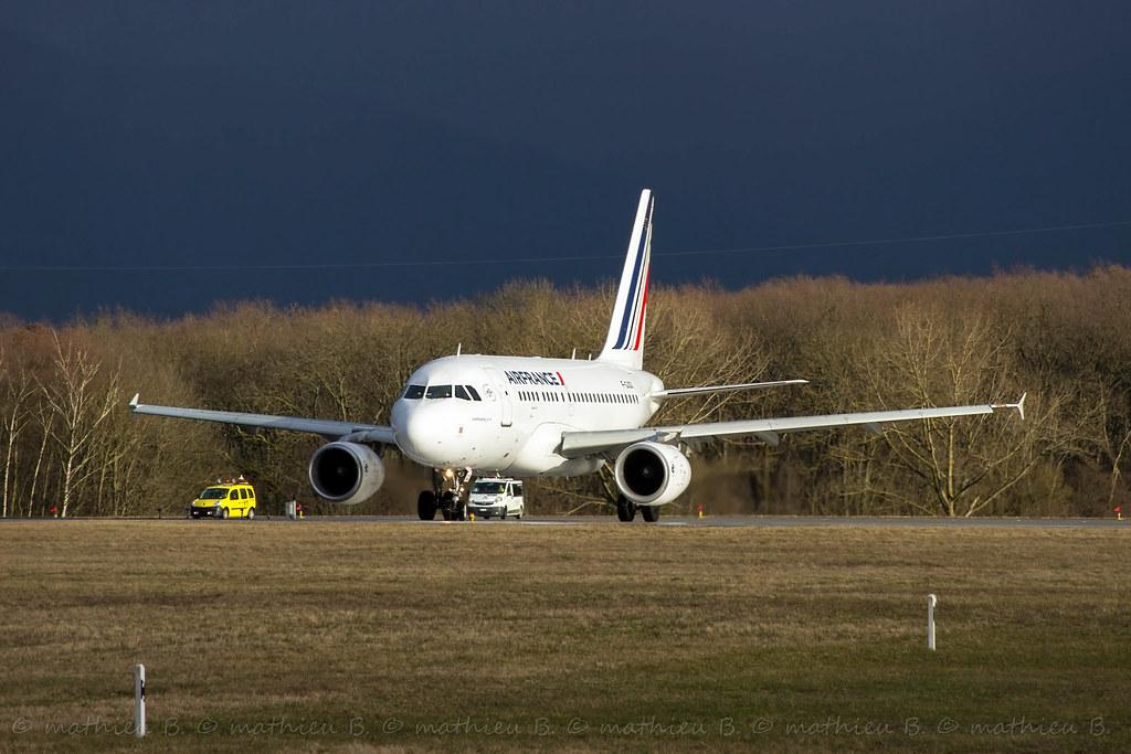 Aéroport de Genève-Cointrin [LSGG-GVA] 16715730482_fe4ea96a51_b