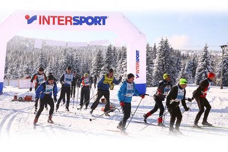 Lukáš Bauer připraví běžky závodníkům pro Jizerskou 50