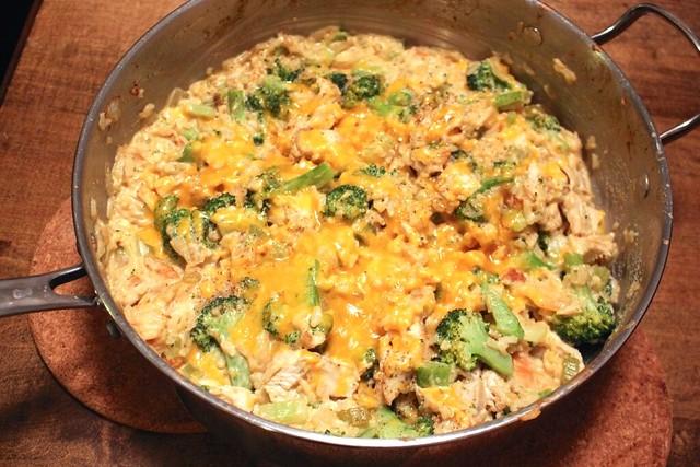 cheesy-chicken-broccoli-rice-skillet