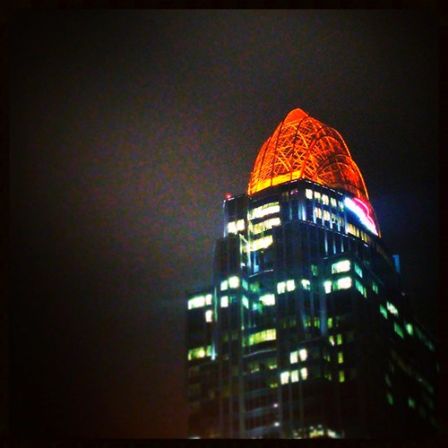The tiara atop Great American Tower is glowing  Bengal orange for tonight's TNF Battle of Ohio against the Browns...