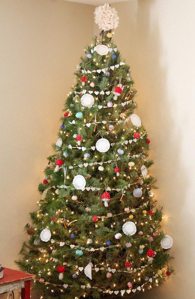 christmas tree decorating 2014