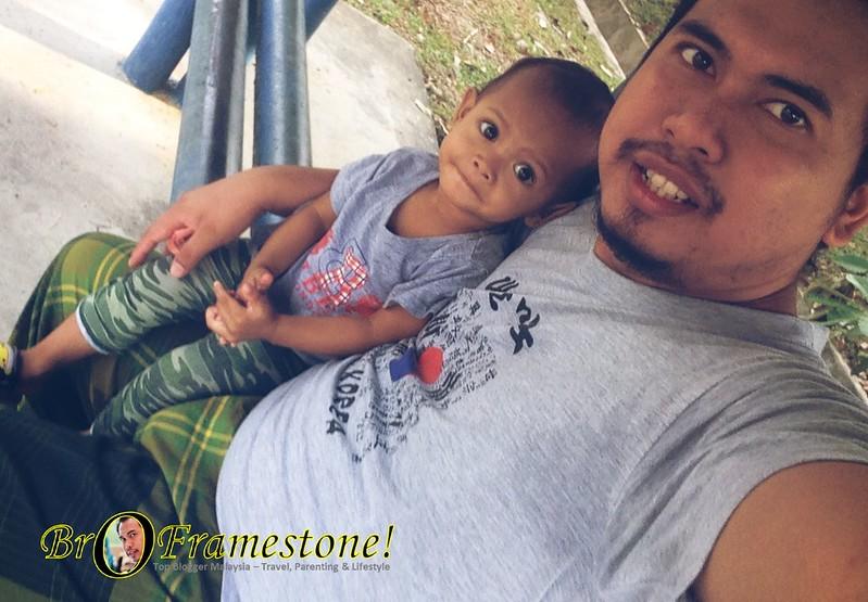 Melepaskan Lelah di Bus Stop - Anak Bapak Day Out
