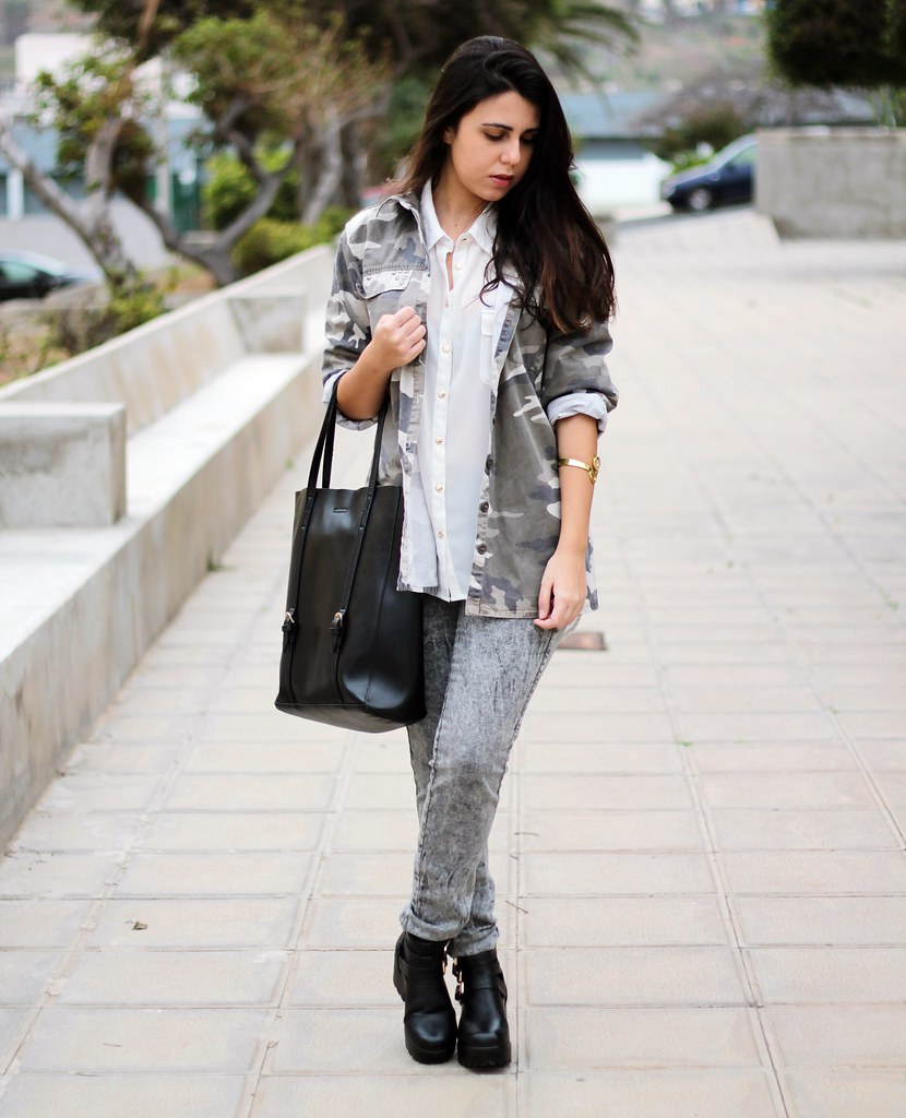 http://www.anunusualstyle.com/2015/03/grey-pants.html