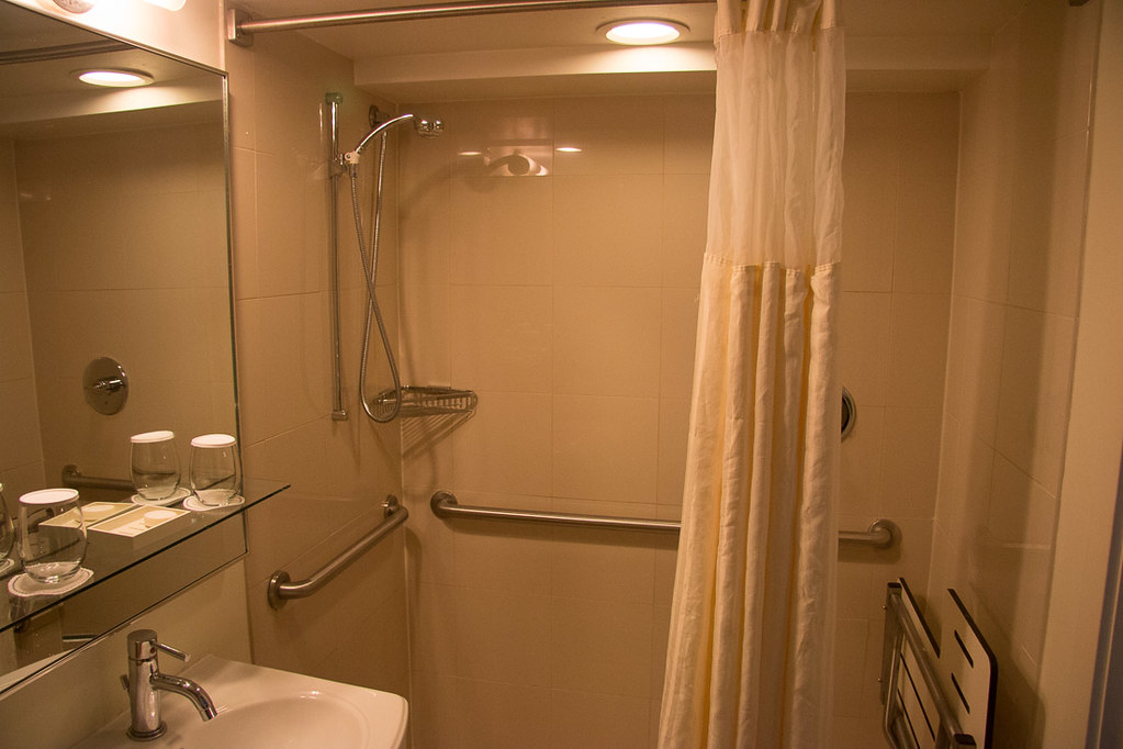 Bathroom in standard room at the Casa Marina | Waldorf Astoria | Key West | Hotel Review