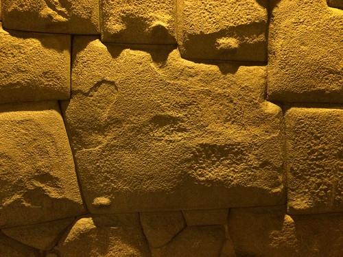 Cusco: mur inca, la pierre à 12 côtés