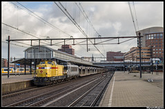 Strukton 303006+HSL 1832 met autotrein te Amersfoort