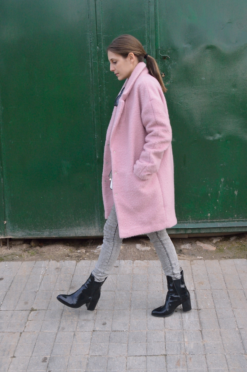 lara-vazquez-madlula-style-coat-pink-easy-chic-cold-days
