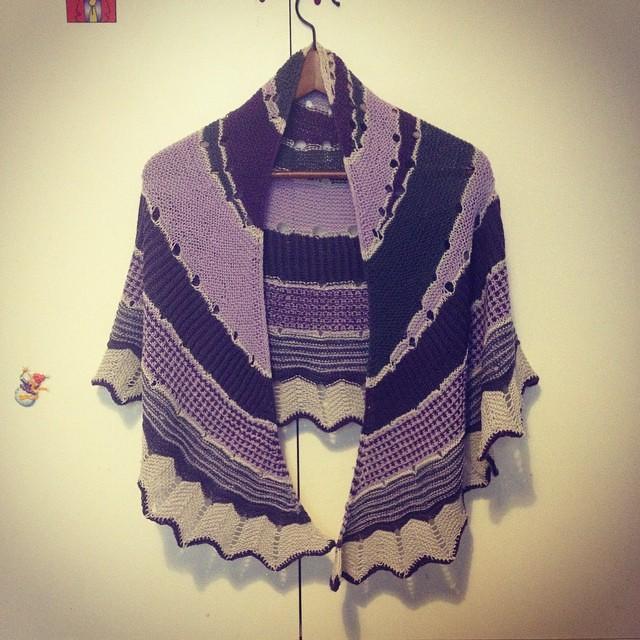 Mi piace!! #ameliabefana #iolavoroamaglia #instaknit #igknitters #knittingfriend #knittersofinstagram #Westknitkal2014 #ravelry #yarn #fattoamano #handmade #serialknitter #sohappy