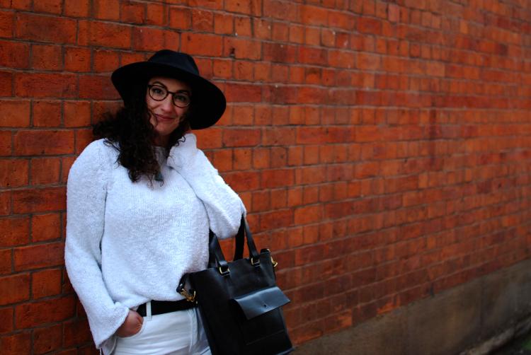 black fedora and white jumper ootd