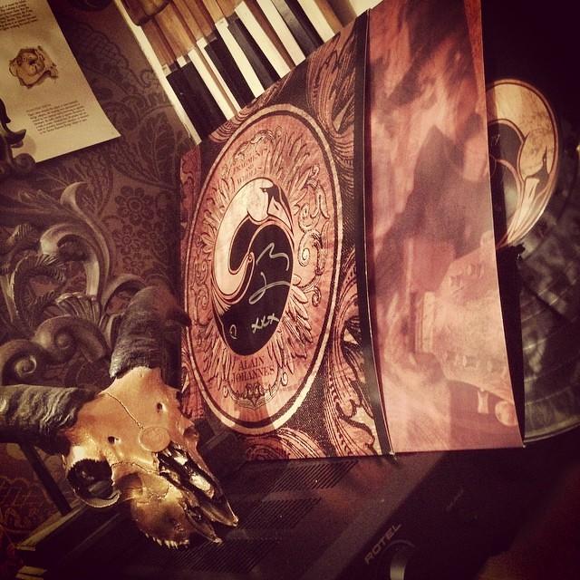 Signed vinyl from the fantastic @nialasennahoj #alainjohannes #queensofthestoneage #qotsa #eleven #11