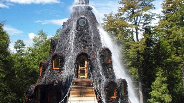 """Khách sạn """"núi lửa"""" trong khu bảo tồn ở Chile"""