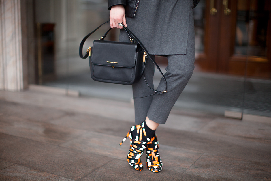 orange-snake-heels-marc-jacobs-bag-outfit-blogger