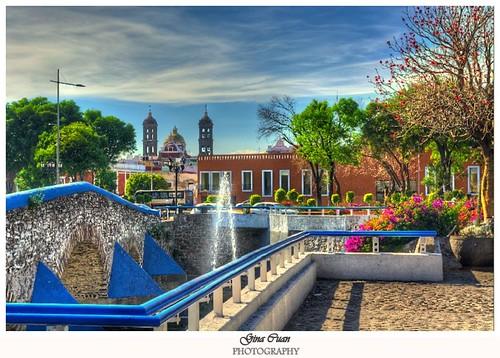 Vista desde el Barrio de Analco, en la Bella y Colonial ciudad de Puebla, México.