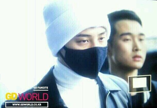 gdragon_airport_140411_003