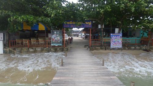 今日のサムイ島 12月23日引き続き大荒れ-雨なし