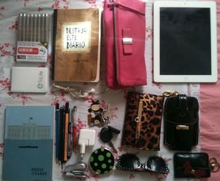 My bag today / minha bolsa hoje1.drawing pen2. Wreck this journal3. Victoria's Secrets necessáire4. Ipad 4 Apple5. H.O.C. Sketchbook5. Drawing pencils Faber Castell + Staedler7. Mirror, car key8. Wallet9. Glasses10. Iphone bag11. Coins etc
