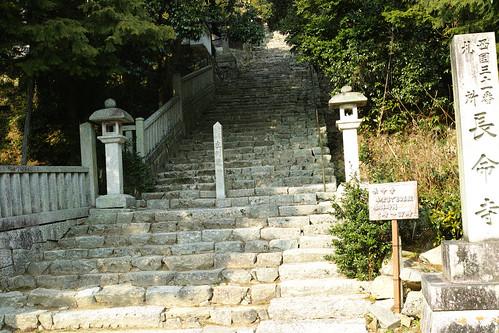 長命寺808段の階段