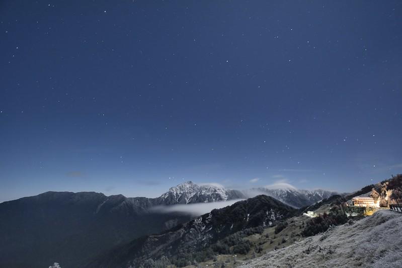 月夜眺望奇萊連峰