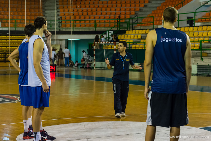 Gonzalo dando instrucciones durante una sesión de entrenamiento
