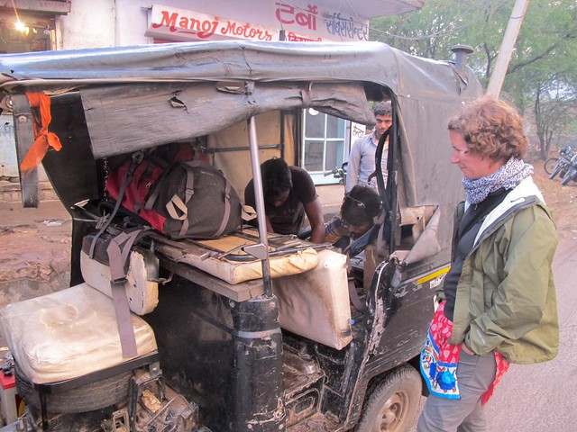 India - Bundi rickshaw maintenance