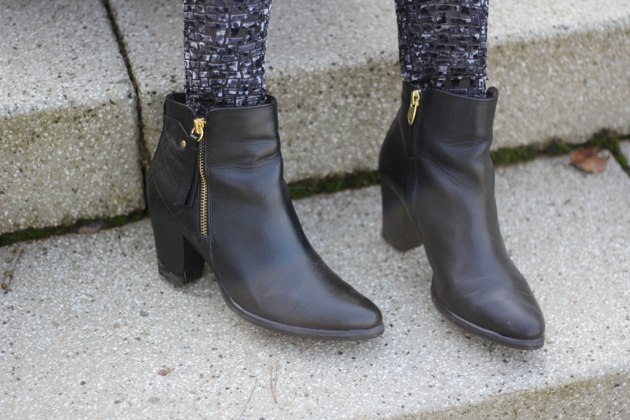 outfit-shoes-boots-black-gold-tamaris
