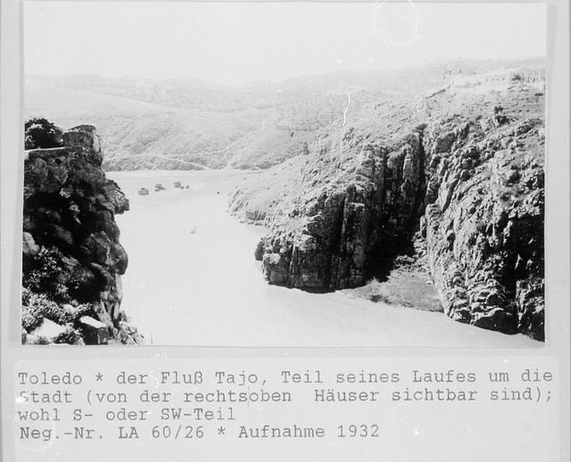 Tajo desde Roca Tarpeya en 1932. Se ve la Cabeza y molinos de Daicán