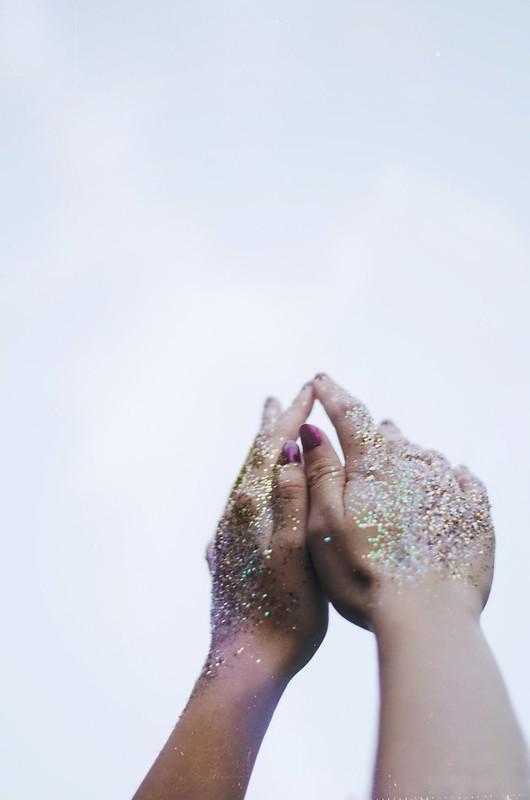 Glitter Hands on juliettelaura.blogspot.com