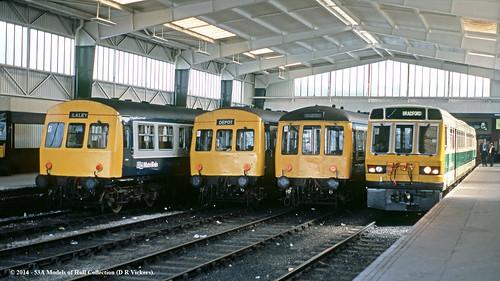 train diesel leeds railway passenger britishrail westyorkshire pacer dmu class101 class108 class141