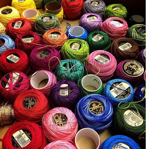 叔母から大量に刺繍糸をもらってきました(-_^)