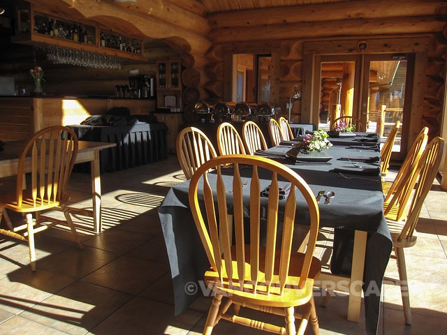 Fraser River Lodge kitchen/casual dining room