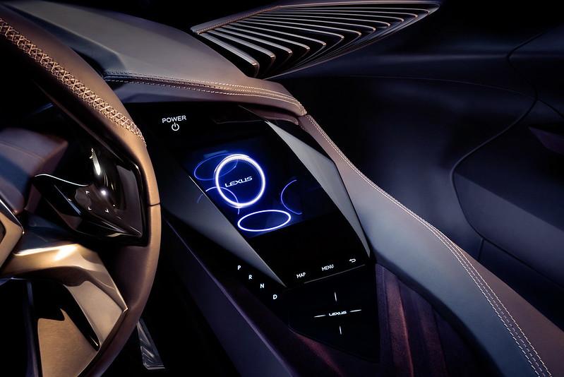 Приборная панель Lexus UX