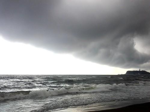夏休みには湘南に_七里ヶ浜は雲行きがあやしくなってきた(1)