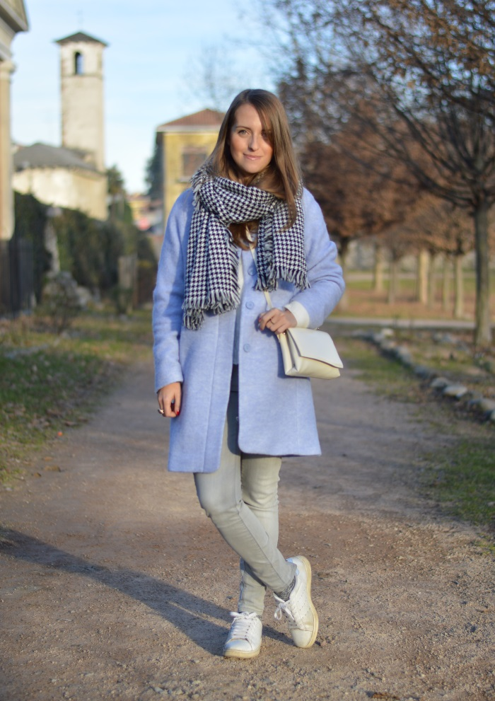sciarpa pied-de-poule, cappotto azzurro, outfit, look, wildflower girl, Zara, Stan Smith, come abbinare le Stan Smith (3)