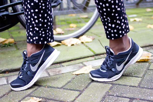 how to wear Nike trainers