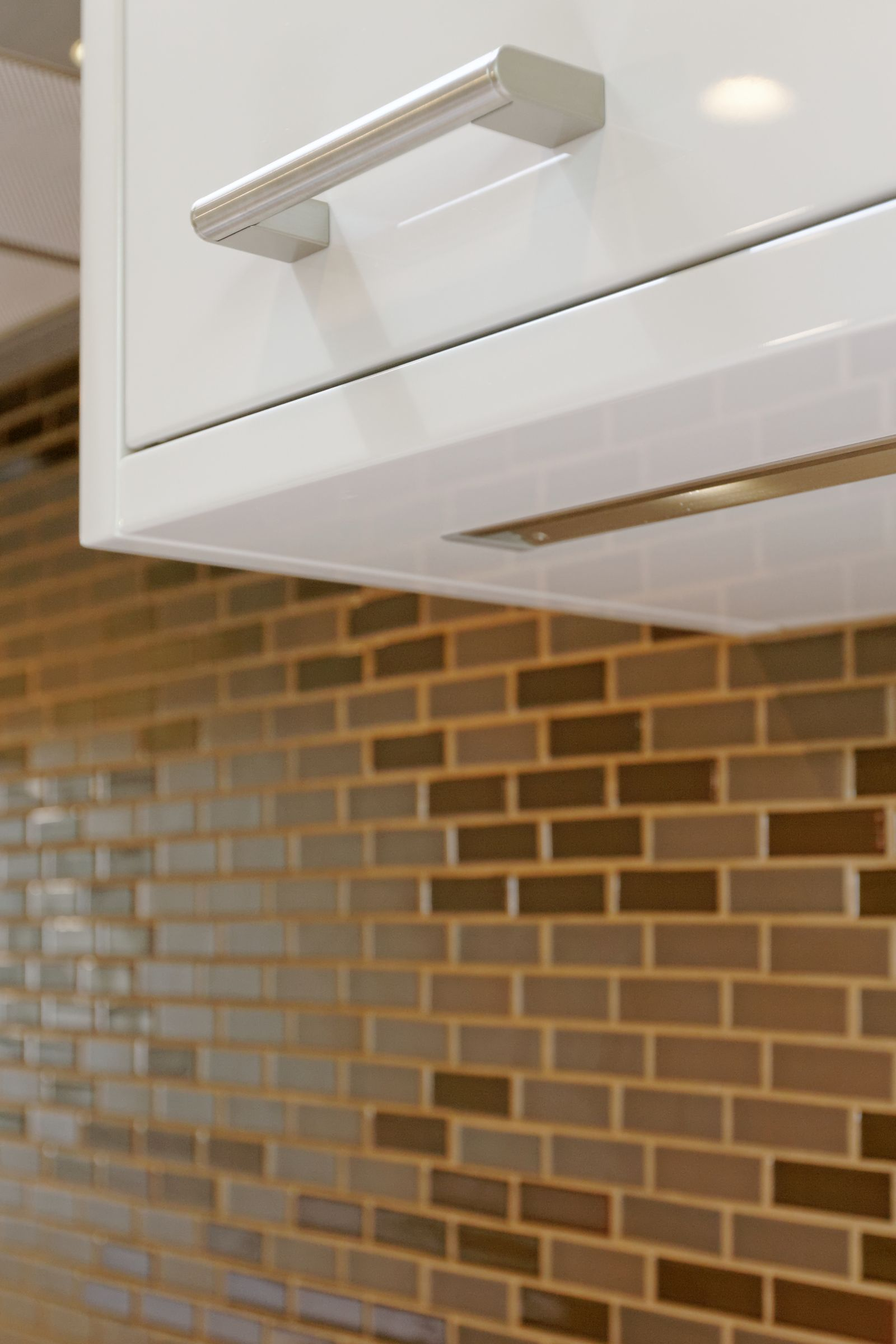 The thick undercabinet panels have integrated LED lighting.that angles backwards and provides even lighting.