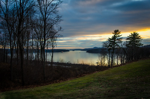camera trees sunset sky ny newyork nature water grass clouds river landscape evening landscapes december glow unitedstates magic year upstate valley hour hudson mansion month rhinebeck 2014 wilderstein d5100 nikond5100