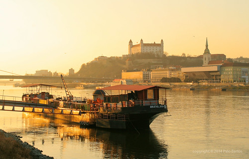 city bridge sunset castle church skyline canon river town europe downtown ship hill eu dome slovensko slovakia duna palo bratislava danube hrad donau lod bartos rieka dunaj bartoš