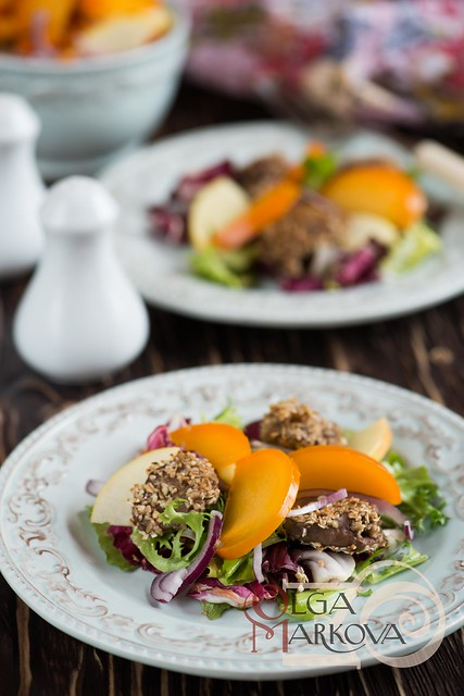 Salad with the liver and persimmon