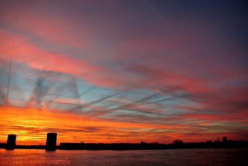 red cloud sun sunlight yellow sunrise landscape pancake 雲 10mm 日出 雲層 nikon1v1