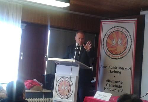 Senator Michael Neumann bei der Alevitischen Gemeinde Harburg