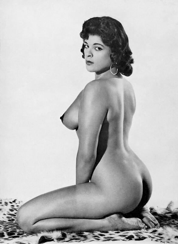 Nude photo of queen-5110