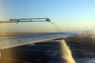 DEICING BEFORE FLIGHT CDG-ATL 767 N173DZ DELTA